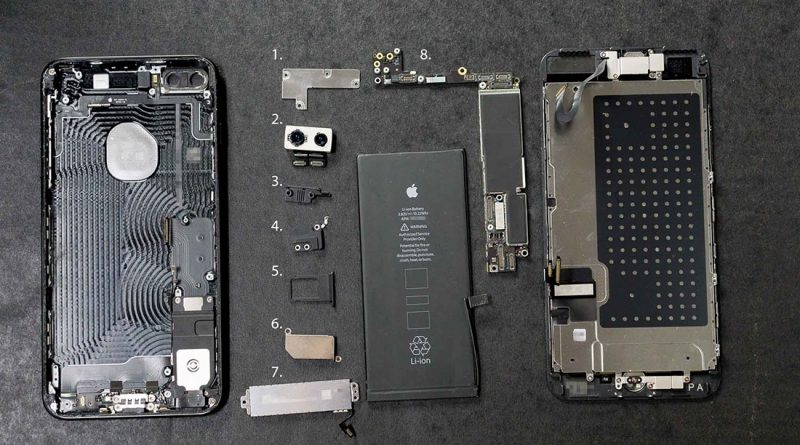 Disassembly of iPhone 7 Plus
